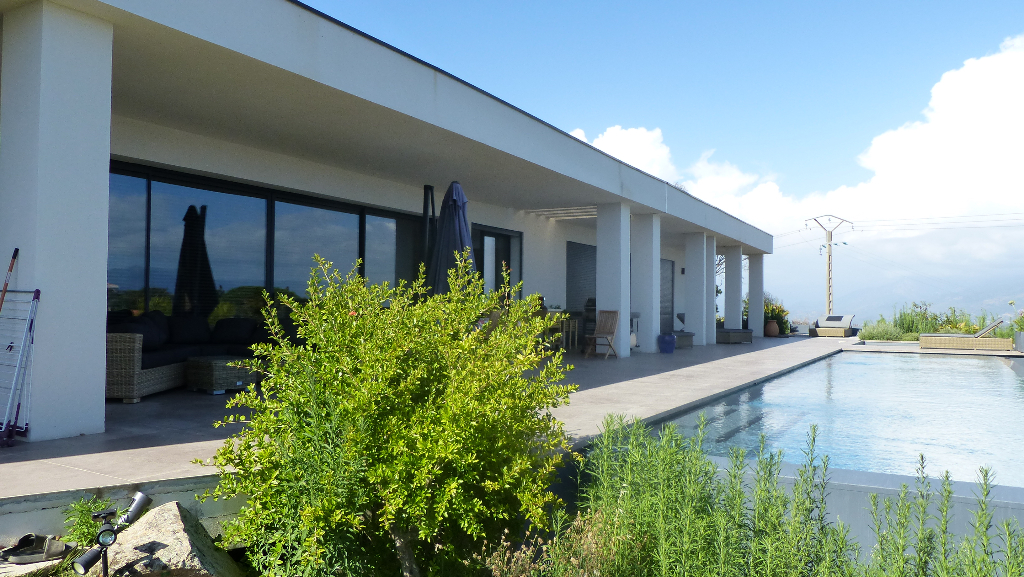 AJACCIO, Sublime Villa  Contemporaine de 348 m²  avec piscine vue mer imprenable