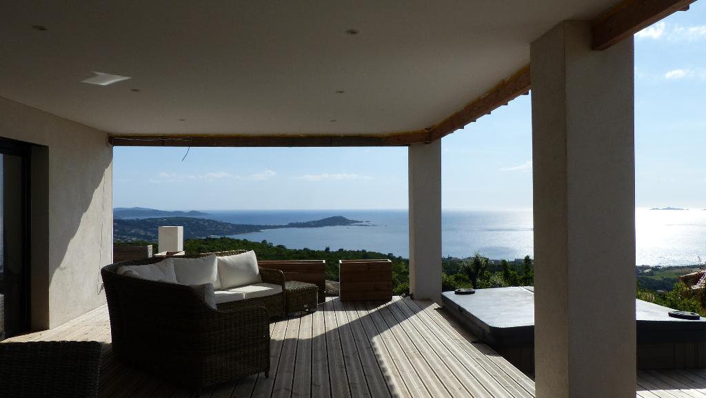 Villa récente  Rive Sud 6 pièce(s) 210 m2 proche Agosta plage vue imprenable
