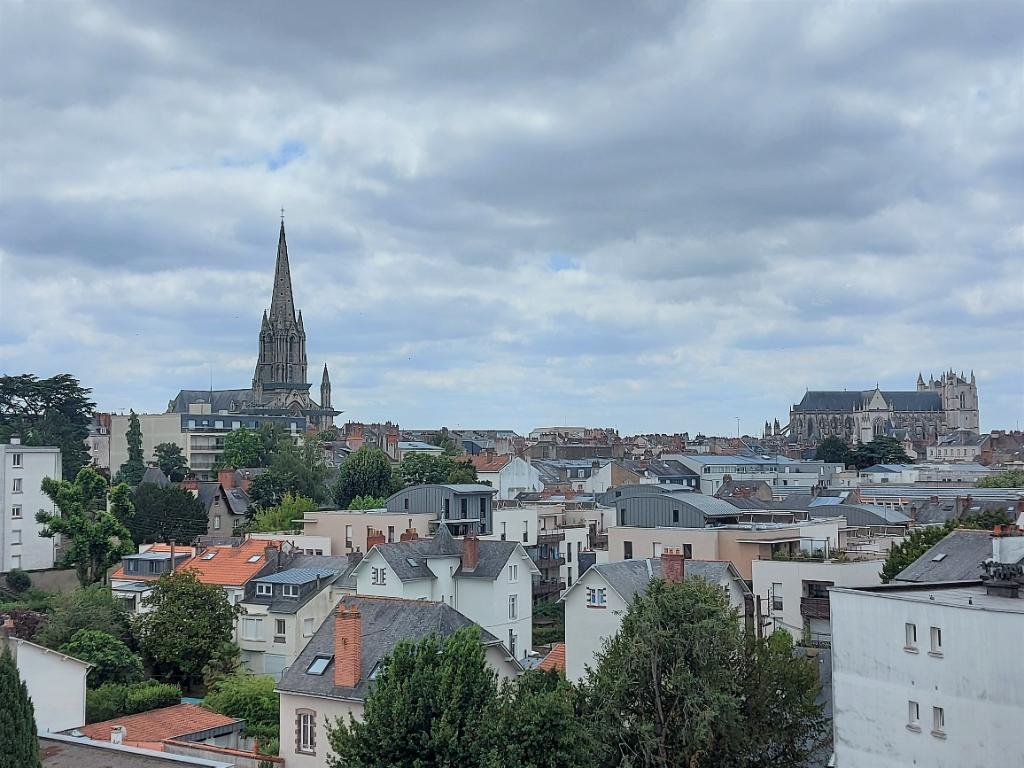 Nantes Centre-Ville - St Clément / St Donatien - T3 dernier étage balcon